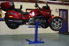 Lifting Canam Spyder F3T